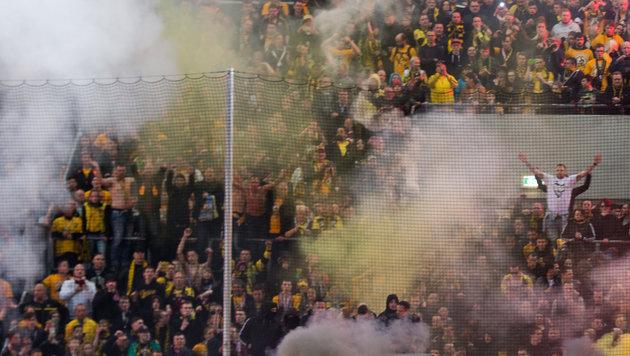 Herzstillstand im Stadion - Dresden-Fan tot (Bild: APA/dpa-Zentralbild/Arno Burgi)