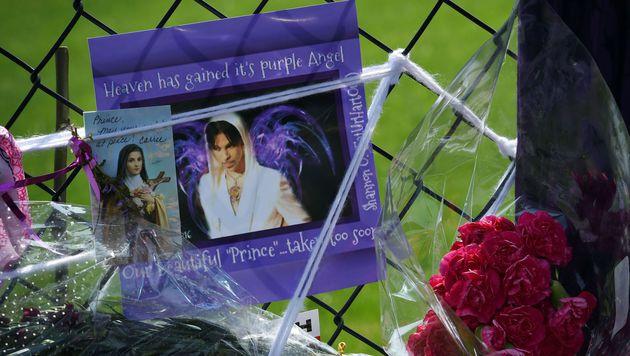 Kleine Zeremonie: Leichnam von Prince eingeäschert (Bild: APA/AFP/MARK RALSTON)