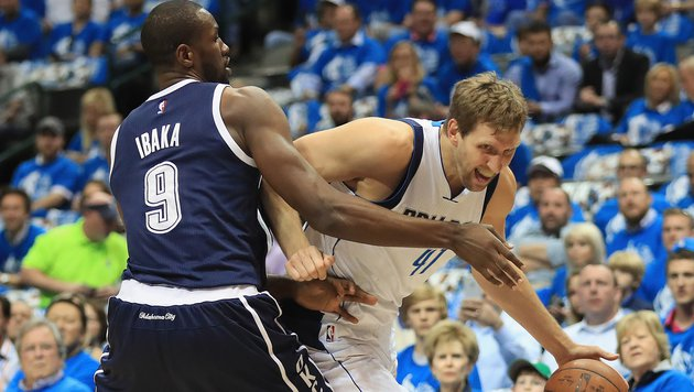 Mavericks & Nowitzki stehen in der NBA vor dem Aus (Bild: APA/AFP/GETTY IMAGES/RONALD MARTINEZ)