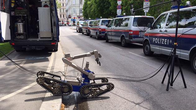Wien: Verdächtiges Paket sorgt für Roboter-Einsatz (Bild: ZWEFO)