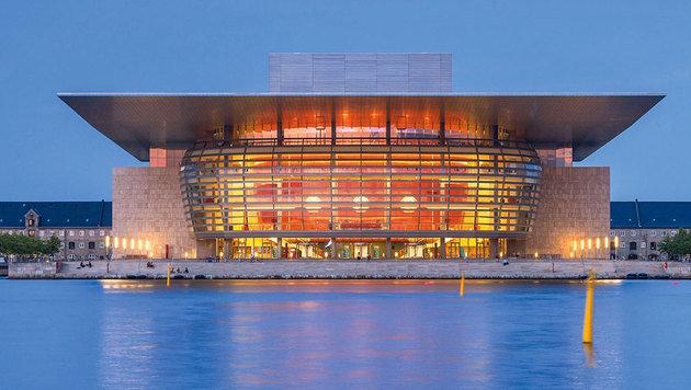 Schlicht und elegant: das neue Opernhaus mit schwebendem Dach. (Bild: Mauritius)