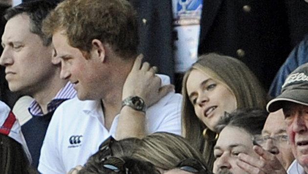 Prinz Harry im Jahr 2014 mit Cressida Bonas bei einem Rugby-Spiel (Bild: EPA/GERRY PENNY)