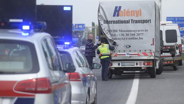 Polizei startet Grenzkontrollen im Burgenland (Bild: APA/ROBERT JAEGER)