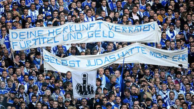 Schalke-Transparent nach dem Wechsel von Manuel Neuer im Jahr 2011. (Bild: GEPA)
