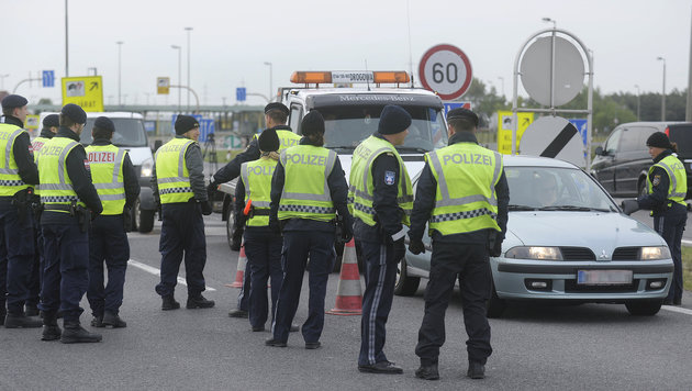 EU: Österreich darf Grenzen weiter kontrollieren (Bild: APA/ROBERT JAEGER)