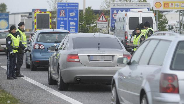 EU billigt Grenzkontrollen für weitere 6 Monate (Bild: APA/Robert Jäger)