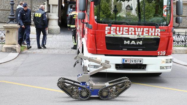 Der Roboter des Entschärfungsdienstes beim Einsatz im KHM Wien (Bild: ZWEFO)