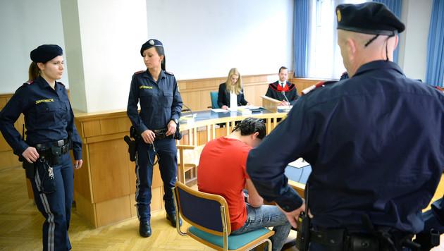 Prozessauftakt nach Vergewaltigung von Bub (10) (Bild: APA/ROLAND SCHLAGER)