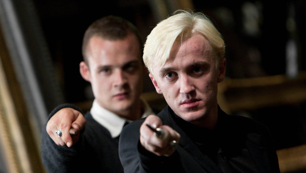 "Josh Herdman (Gregory Goyle)& Tom Felton (Draco Malfoy) in ""Harry Potter and the Deathly Hallows 2"" (Bild: Hollywood Picture Press/face to)"
