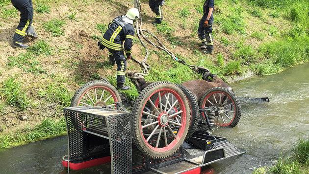 Die Feuerwehr konnte das Pferd nur noch tot bergen. (Bild: APA/FF STADT HOLLABRUNN)