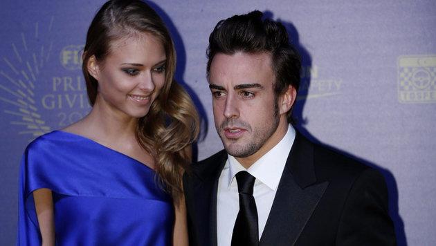 Fernando Alonso und Dasha Kapustina (Bild: EPA)