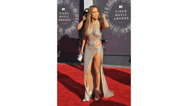 Jennifer Lopez liebt Kleider, die heiße Einblicke gewähren. Je mehr Einblicke, desto besser. (Bild: Viennareport)