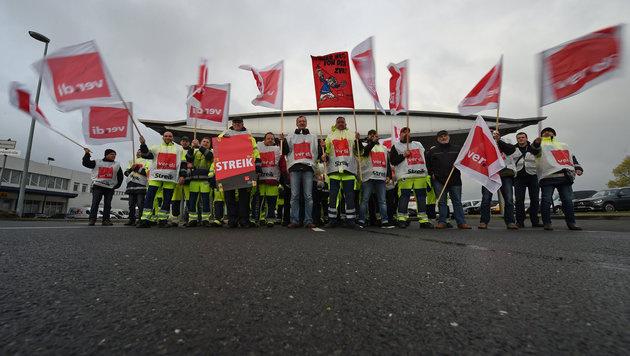 Deutschland: Streiks legen Flughäfen lahm (Bild: APA/dpa/Holger Hollemann)