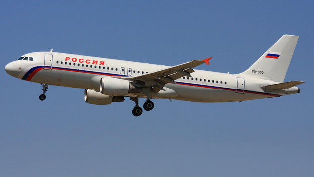 Ein Airbus A320-200 der Fluggesellschaft Rossija (Symbolbild) (Bild: Wikimedia Commons (CC BY-SA 3.0))