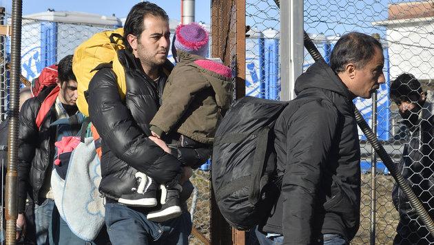 Flüchtlingsankünfte in Spielfeld (Bild: APA/HARALD SCHNEIDER)