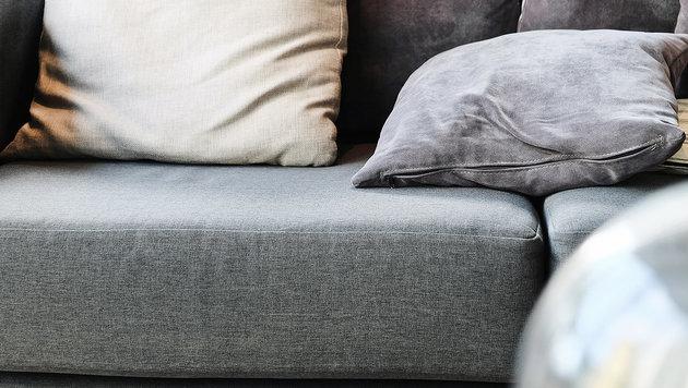 Neue Sitzgarnitur hatte schon Falten (Bild: thinkstockphotos.de)