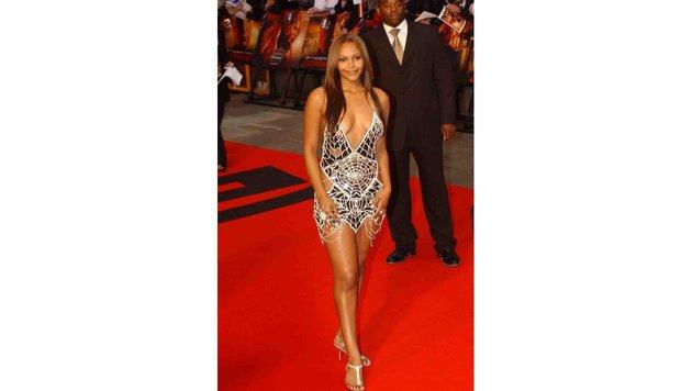 Schauspielerin Samantha Mumba kam zu einer Premiere einmal in einem 5 Millionen Pfund teuren Kleid. (Bild: Viennareport)