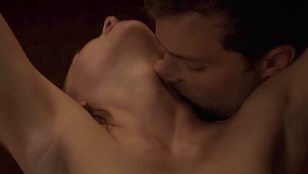 """Dakota Johnson und Jamie Dornan in """"Fifty Shades Of Grey"""" (Bild: Viennareport)"""