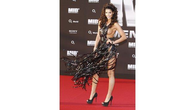 Auch Micaela Schäfer, von Beruf freilich Nacktmodel, lässt am Red Carpet kaum Hüllen an ihren Body. (Bild: Viennareport)