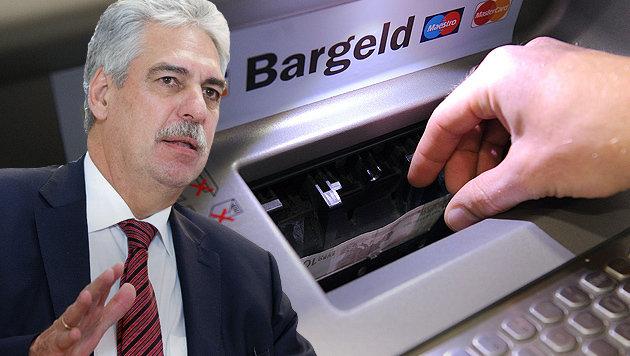Finanzminister Schelling greift in die Debatte über Bankomatgebühren ein. (Bild: APA/GEORG HOCHMUTH, APA/BARBARA GINDL)