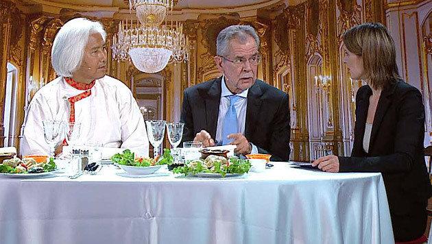 Künftig ohne Van der Bellen: Show mit exotischem Essen als Bundespräsidenten-Eignungstest (Bild: Puls4)