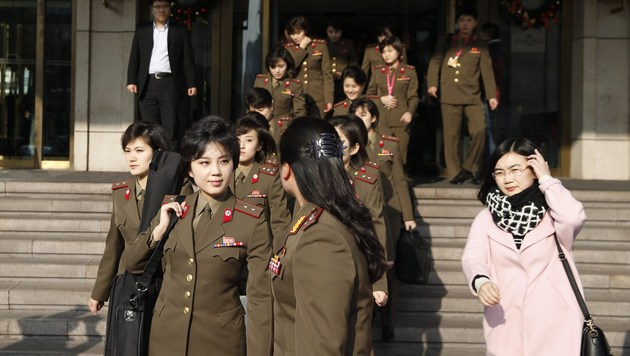 Moranbong, die Lieblingsband des Diktators Kim Jong Un, besteht nur aus jungen Frauen. (Bild: APA/AFP/STR)