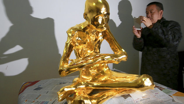 China: Mumifizierter Mönch mit Gold überzogen (Bild: Associated Press)