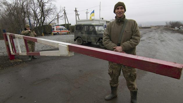 Ukrainische Soldaten nahe Donezk. (Bild: APA/AFP/ALEKSEY FILIPPOV)