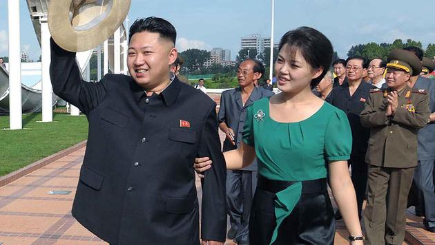 Kim Jong Un mit seiner Frau Ri Sol Ju (Bild: AFP)
