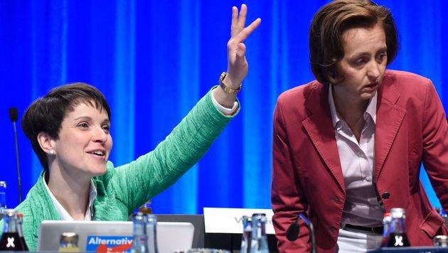 AfD-Parteichefin Frauke Petry (li.) (Bild: AFP)
