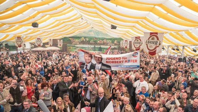 """Strache: """"Wir sind jetzt die Erben von Kreisky!"""" (Bild: APA/FOTOKERSCHI.AT/WERNER KERSCHBAUM)"""