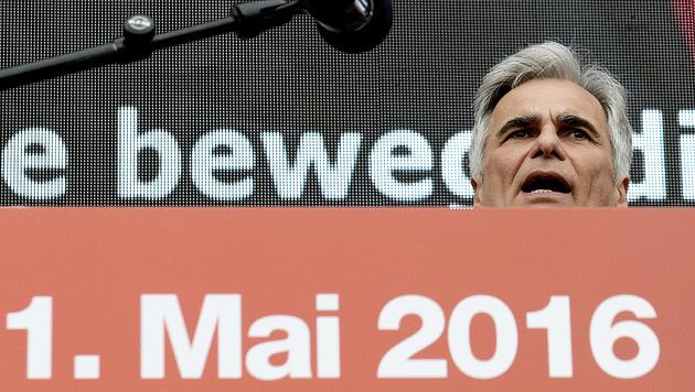 Ex-Kanzler Werner Faymann wurde bei der 1.-Mai-Kundgebung 2016 lautstark ausgepfiffen. (Bild: APA/Hans Punz)