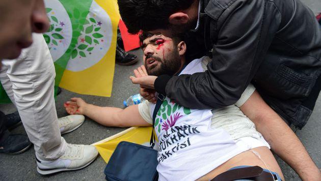 1. Mai: Istanbuls Polizei schlägt Demos nieder (Bild: APA/AFP/BULENT KILIC)