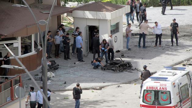 Türkei: Zwei Tote bei Bombenanschlag auf Polizei (Bild: AP)