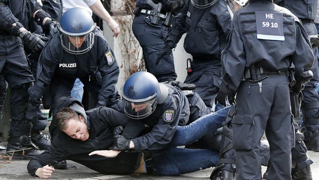 Randale bei Hessenderby: 530 Festnahmen! (Bild: AP)