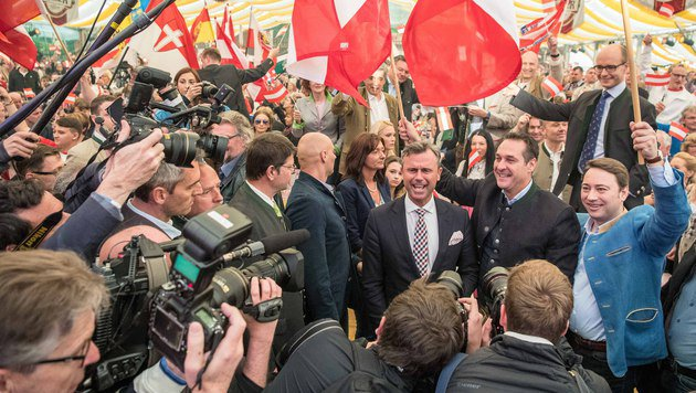 """Strache: """"Wir sind jetzt die Erben von Kreisky!"""" (Bild: FOTOKERSCHI.AT/WERNER KERSCHBAUM)"""