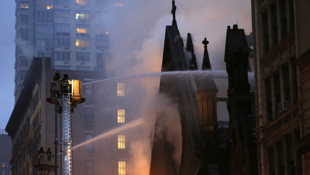 New York: Kirche durch Großbrand zerstört (Bild: Copyright 2016 The Associated Press. All rights reserved. This m)