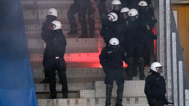 53 Monate Haft nach Steinwürfen auf Polizei! (Bild: APA/dpa-Zentralbild/UNBEKANNT)