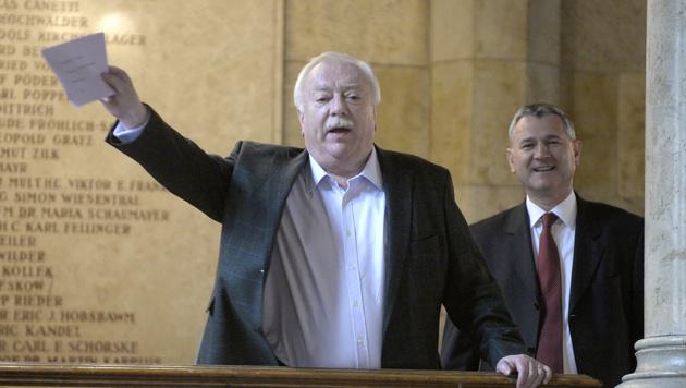 Michael Häupl und Landesparteisekretär Georg Niedermühlbichler vor dem Krisengipfel (Bild: APA/HANS KLAUS TECHT)