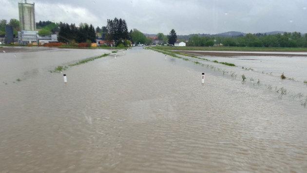 Überflutungen nach Starkregen in der Südsteiermark (Bild: APA/FF GLEINST€ÄTTEN)