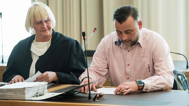 Pegida-Gründer wegen Volksverhetzung verurteilt (Bild: APA/AFP/POOL/JENS SCHLUETER)