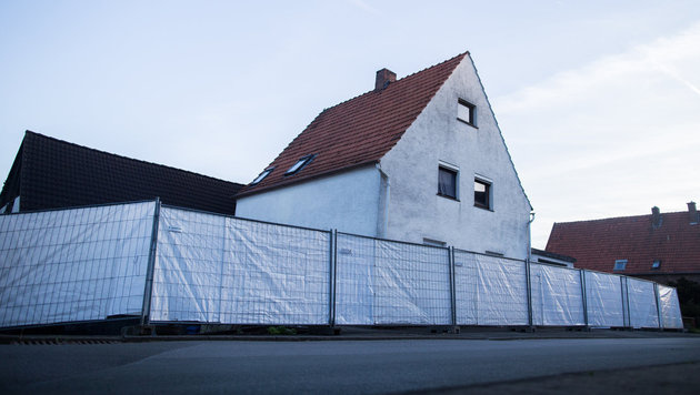 Sichtschutzw�nde sollen der Polizei die Arbeit erleichtern. (Bild: APA/dpa/Marcel Kusch)