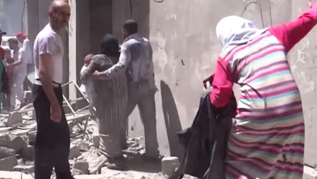 In Aleppo wurde erneut ein Krankenhaus bombardiert. (Bild: AP)