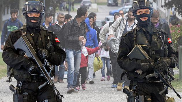 Trotz Politiker-Versprechen fehlen 1200 Polizisten (Bild: Reinhard Holl, APA/HERBERT P. OCZERET)