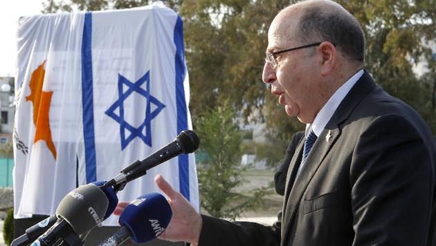Der israelische Verteidigungsminister Moshe Ya'alon (Bild: APA/AFP/PIO/CHRISTOS AVRAAMIDES)