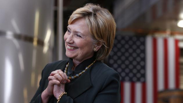 Hillary Clinton bei einer Wahlkampfveranstaltung (Bild: AP)