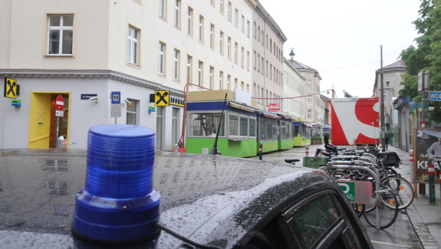 Der Tatort am Wiener Brunnenmarkt (Bild: APA/Herbert P. Oczeret)