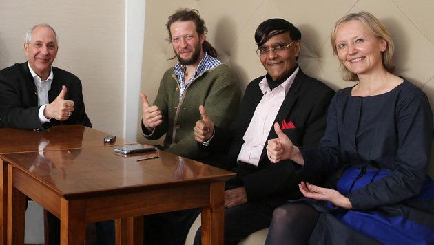 Munasinghe mit Vertretern der Energy Globe Foundation und von Harvest Map Austria (Bild: Zwefo)