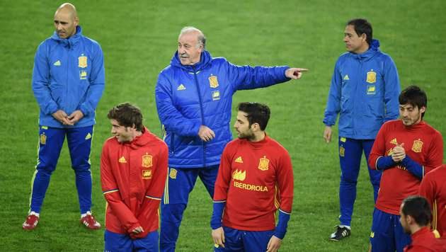 Vicente del Bosque mit dem spanischen Team (Bild: AFP)