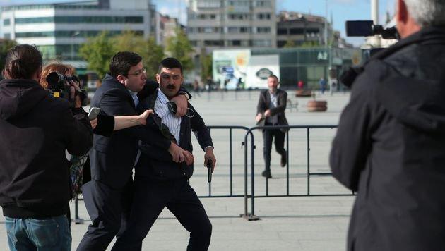Attentat auf und Haftstrafe für Erdogan-Kritiker (Bild: APA/AFP/CUMHURIYET DAILY NEWSPAPER/HANDOUT)
